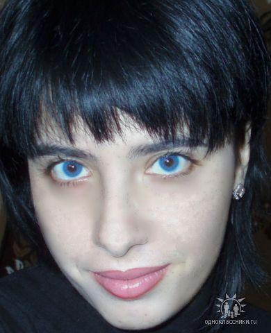 Я обожаю синие линзы)
