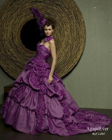 Купить свадебное платье в Москве ... Сине-фиолетовое свадебное платье Диты фон Тиз стало своего рода компромиссным решением