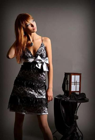 Изображение изящное мини-платье для выпускного вечера из коллекции Платья на выпускной на сайте Пинми.ру.