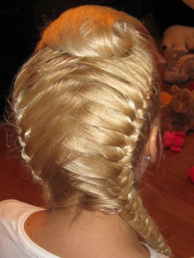 укладка на длинные волосы с плетением фото.