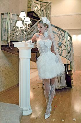 Свадебное платье Шэмм, прозрачный корсет украшен стеклярусом.