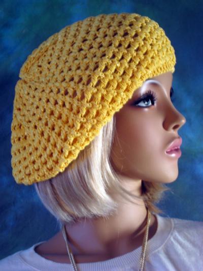 На фото: вязание крючком