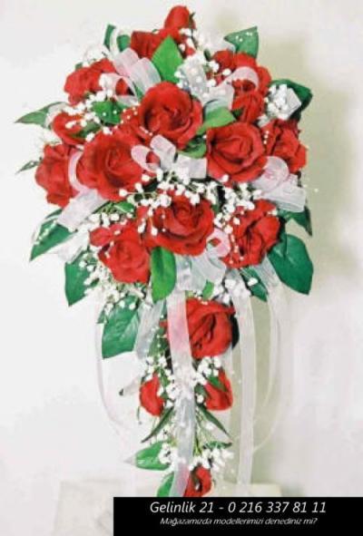 Каскадный букет невесты в красно-белой гамме с атласными лентами