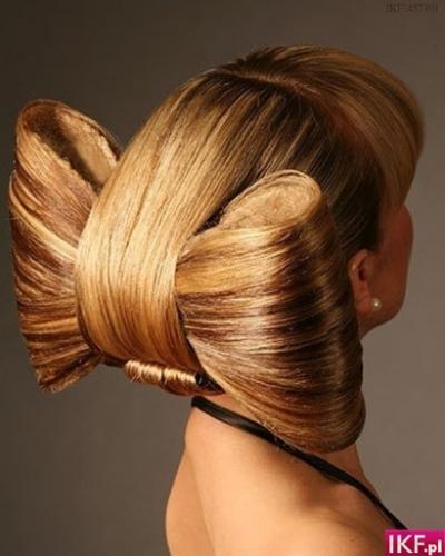 Можно также накрутить волосы в виде...  Чтобы сделать укладку длинных волос крупными локонами.