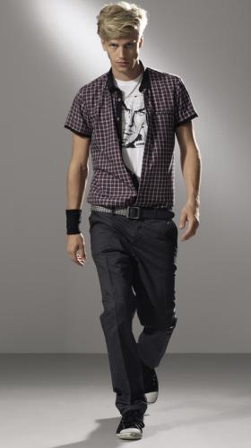 Так как большая часть твоего времени отдана школе, то не обойтись без одежды в стиле official casual...