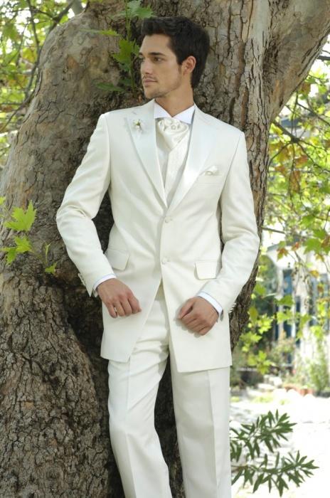 Мужской костюм цвета айвори 6