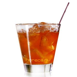 Кубики льда...  Попробуйте этот коктейль и Нью-Йорк станет ближе!
