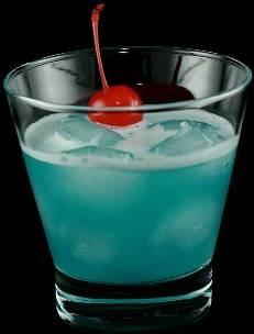 ...искрящимся голубым цветом, который ему придаёт ликёр Blue Curacao.