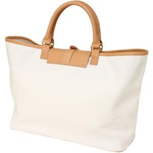 Белые сумки - идеальный вариант для лета.