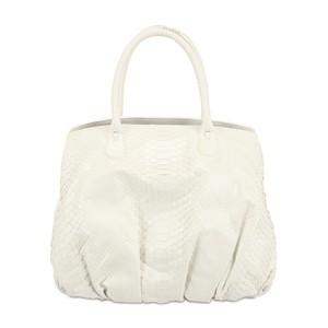 ...белые сумки из-за их непрактичности, ведь белый цвет очень маркий.