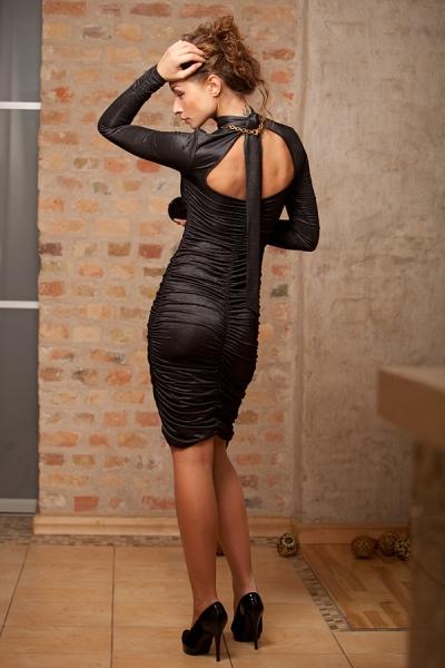 Эффектное, сексапильное, облегающее платьице, присборенное впереди и...