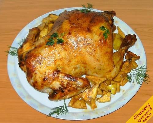 Курицу, запеченную целиком, приготовить достаточно просто, потому, что...