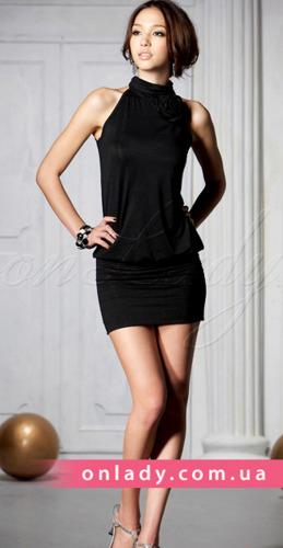Черное платье с розой и открытыми плечами.  650 руб.