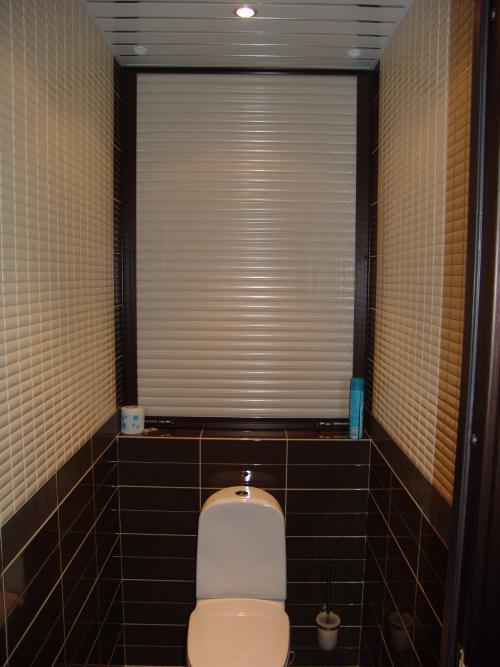 Жалюзи в туалете фото