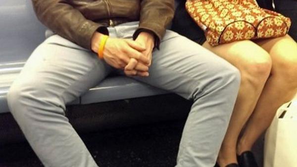 Два парня раздвигают ножки девочки фото 450-871