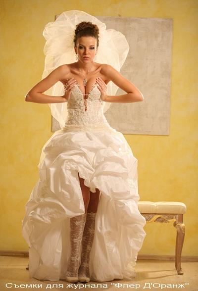 моя мечта-свадебное платье с открытыми ножками,уже весь интернет перелапатила.целую коллекцию сохранила картинок))а свадьбе правда пока и речи нет.но все