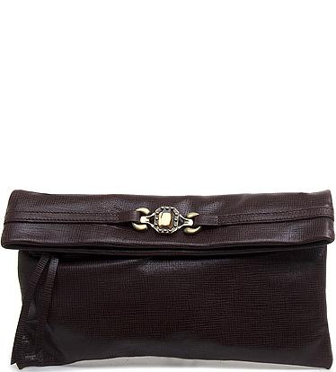 В сезоне осень-зима 2010/2011 модными становятся сумки, выполненные из кожи, бархата, кожи крокодила, меха