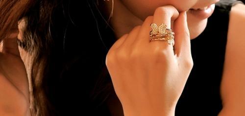 Крупная бижутерия: кольца и крупные серьги - как выбирать и с чем носить.