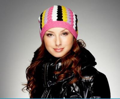 шапка спортивная женская.  Спортивные, фанатские, футбольные шапки оптом.