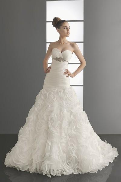 Комментарий: свадебная мода 2012, свадебные платья 2012.