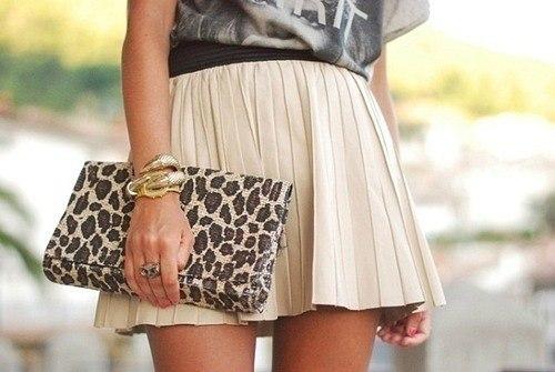 Короткие плиссированные юбки-кокетки предлагает Christian Dior и Gucci...