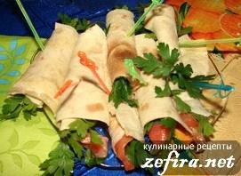 на листьях пекинской капусты - Закуска из лаваша с мясным фаршем.