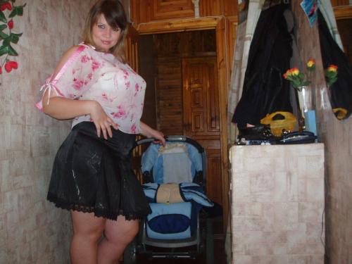 zashla-tolstozadaya-sosedka-fotki-golih-devushek-s-razdvinutimi-nogami